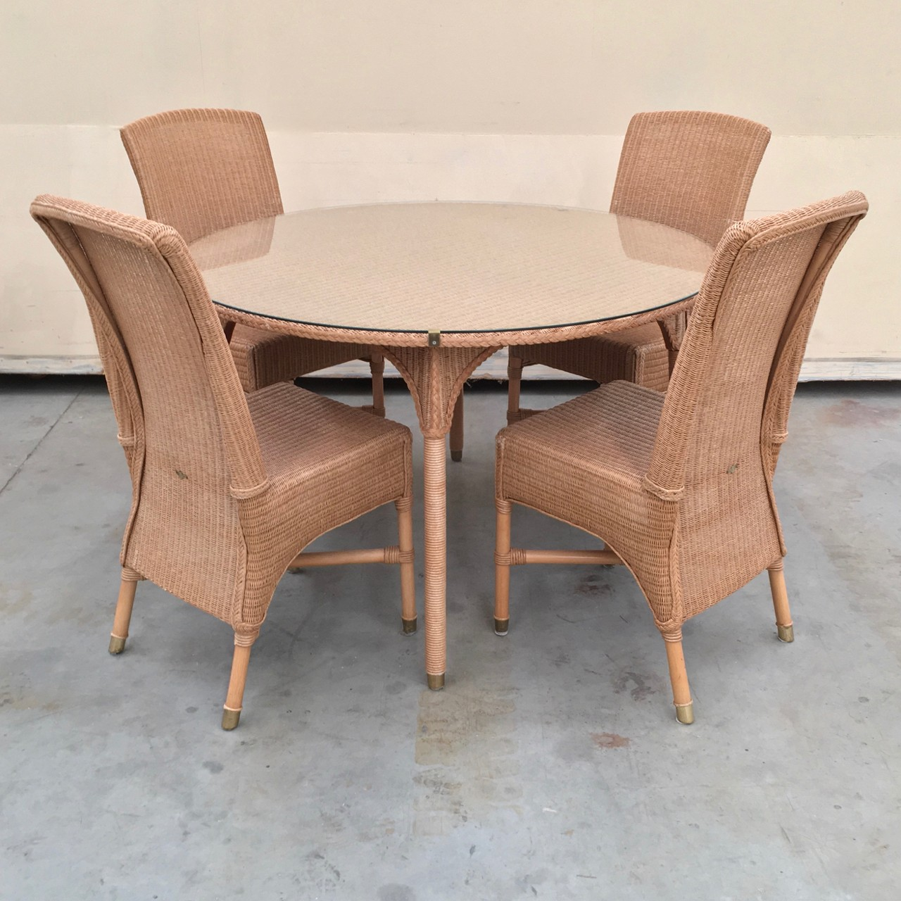 Vincent Sheppard table & 4 chairs   www.ClaudiaCollections.com