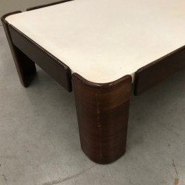 Vintage design salon table